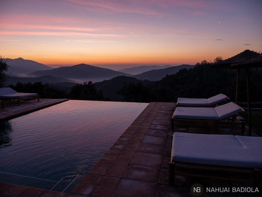 Amanecer sobre la piscina de Mas del Puig