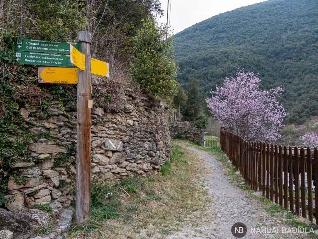 Punto de partida o final del sendero circular Beget-Rocabruna