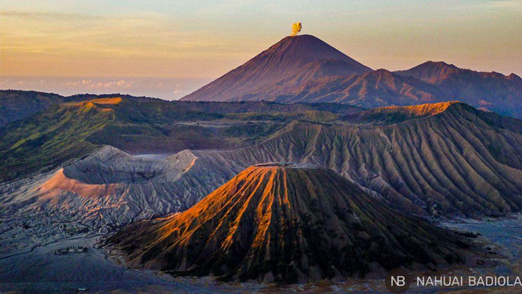 Vistas del amanecer sobre el PN de Bromo-Tengger-Semeru, Java