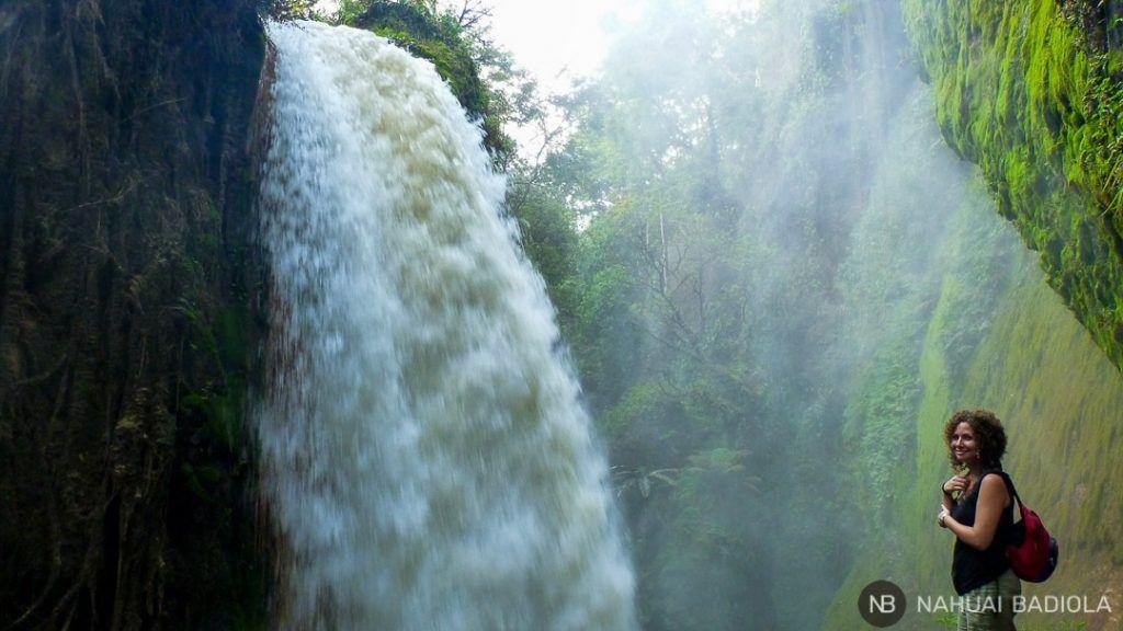 Cascada en la plantación de café junto al hotel Catimore, Java