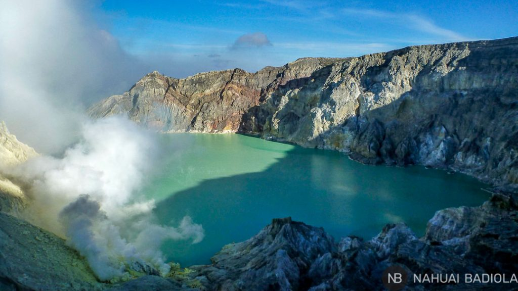 Minas de azufre en el lago del volcán Ijen, Java.
