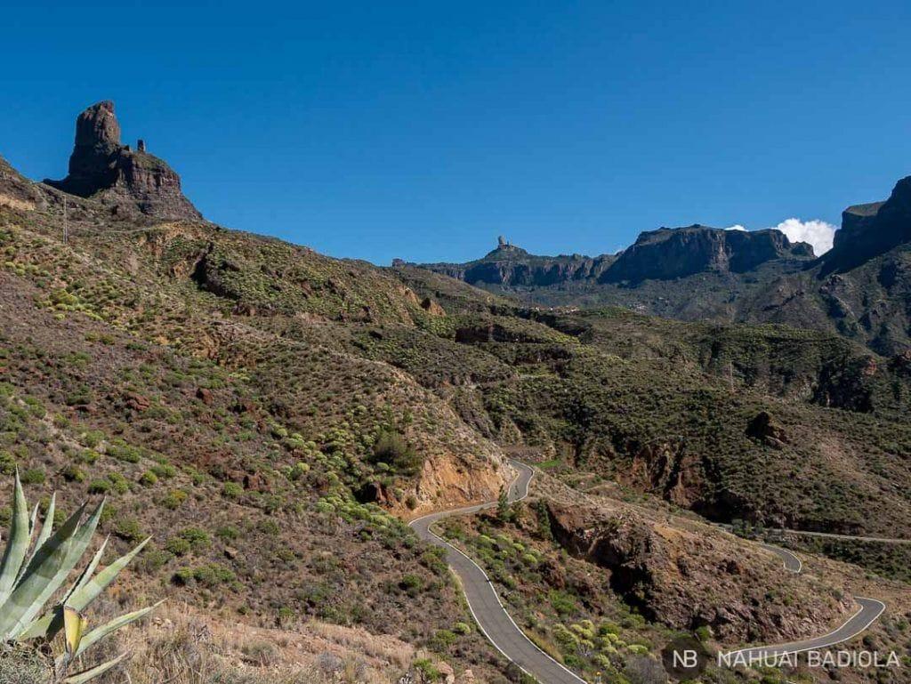 El Roque Nublo junto al Bentaiga en la ruta