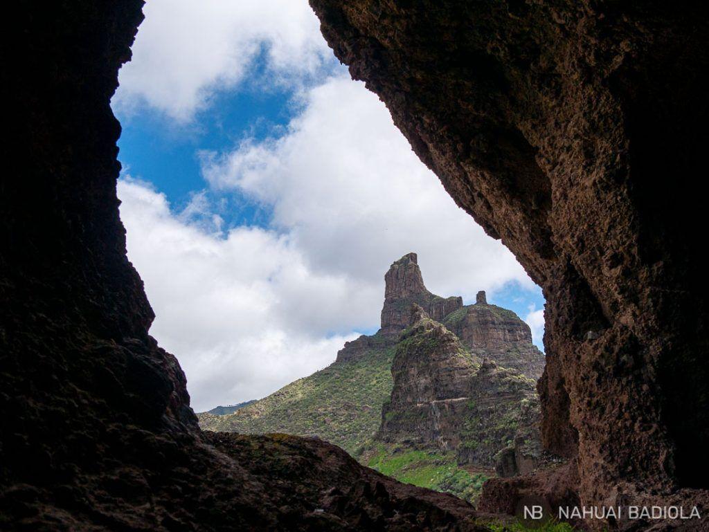 Vistas desde la puerta de una Cueva del Rey