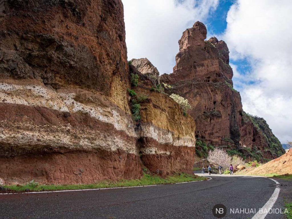De camino a las cuevas del Rey en la ruta alrededor del Bentaiga
