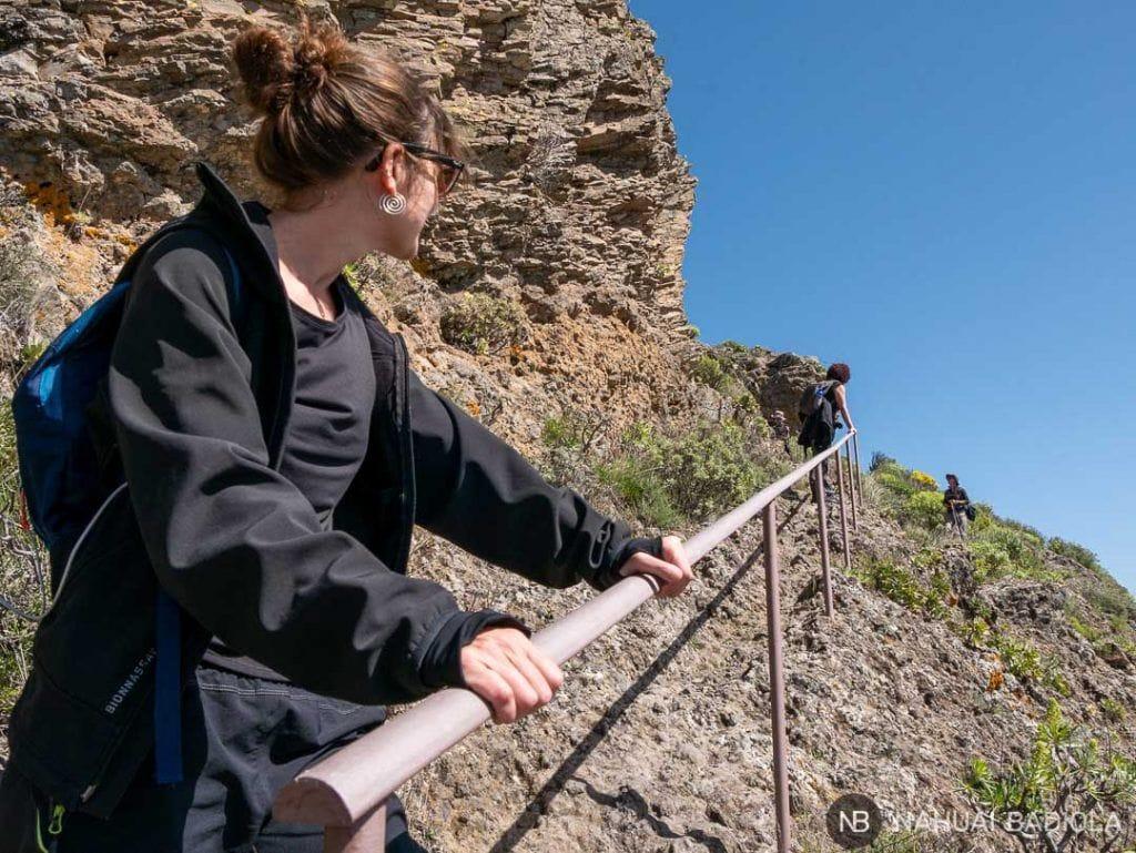 Bajada y barandilla hacia la Cueva de los Candiles