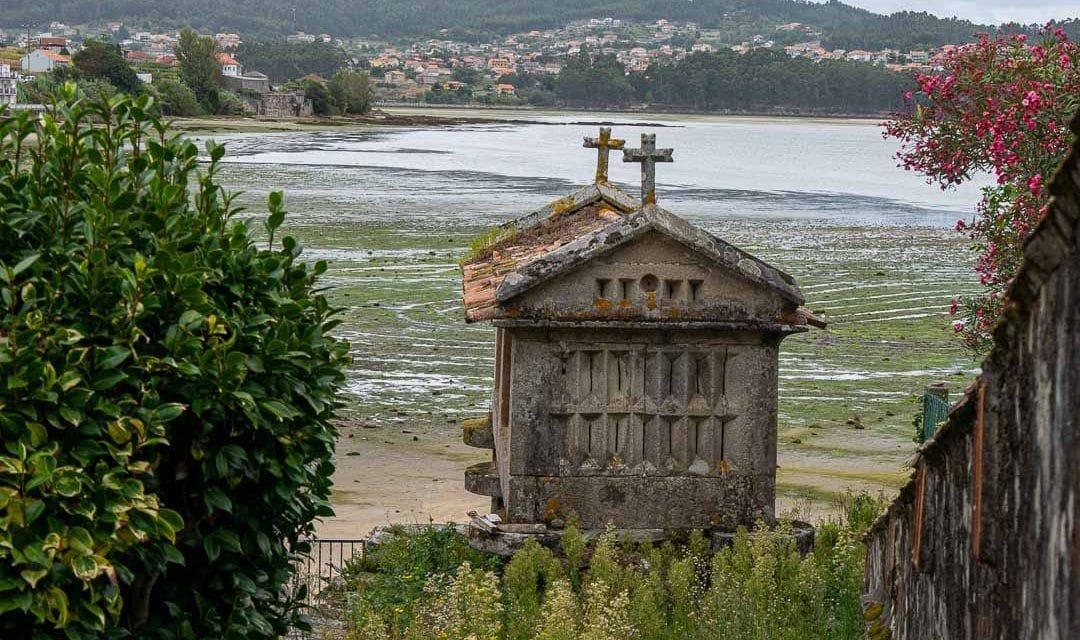 Hórreo en Combarro, Galicia