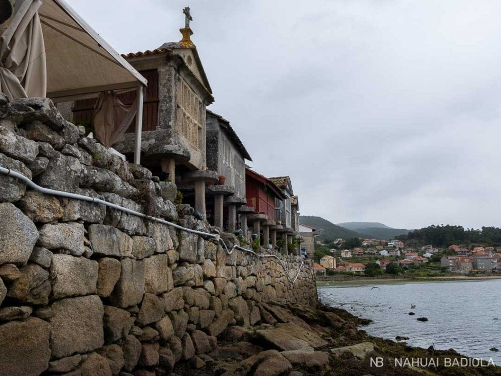Hórreos a pie de mar, Combarro, Galicia