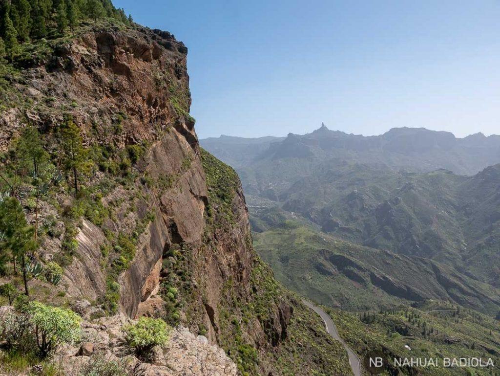 El Roque Nublo visto desde la cueva de los Candiles