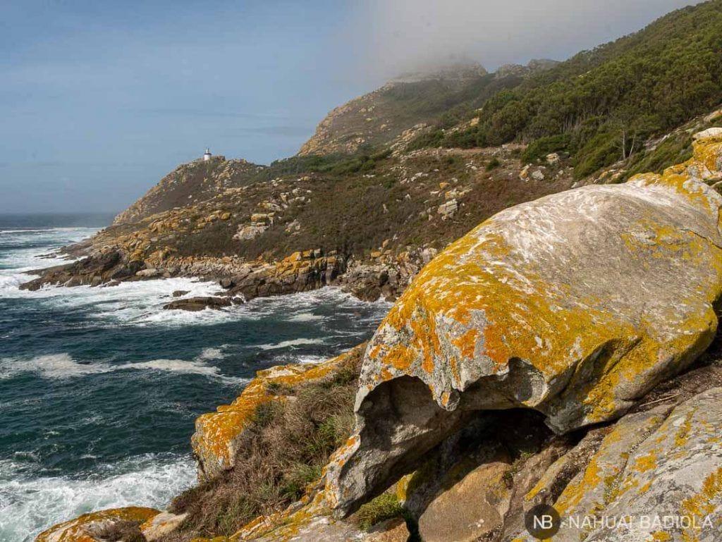 Faro da porta en las islas Cíes