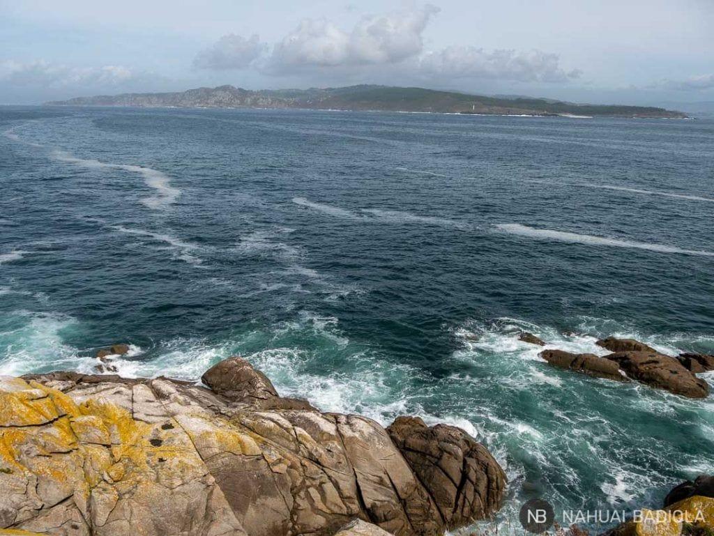 Cabo do Home visto desde faro do peito, islas cíes.