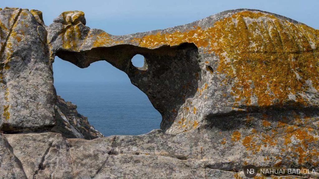 Detalle de la pedra da campa en islas cíes