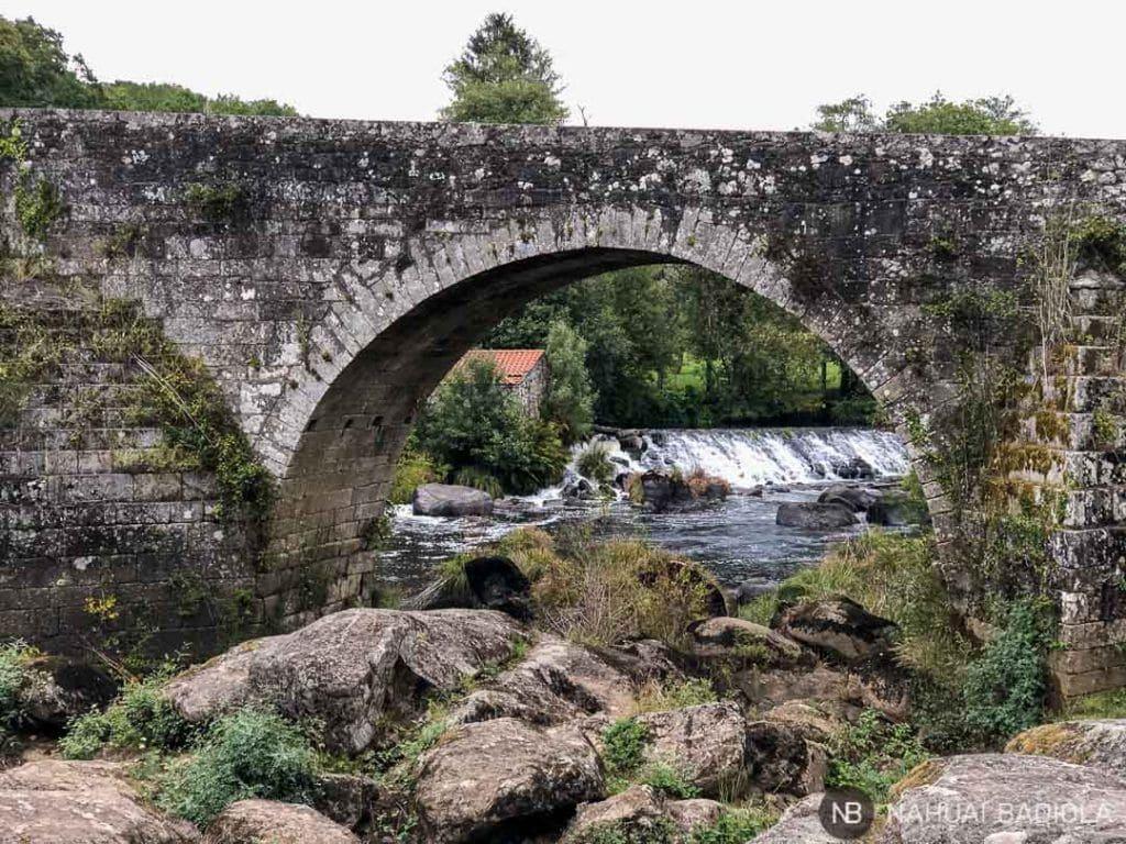 Molinos de agua al otro lado del puente Vella, Ponte Maceira