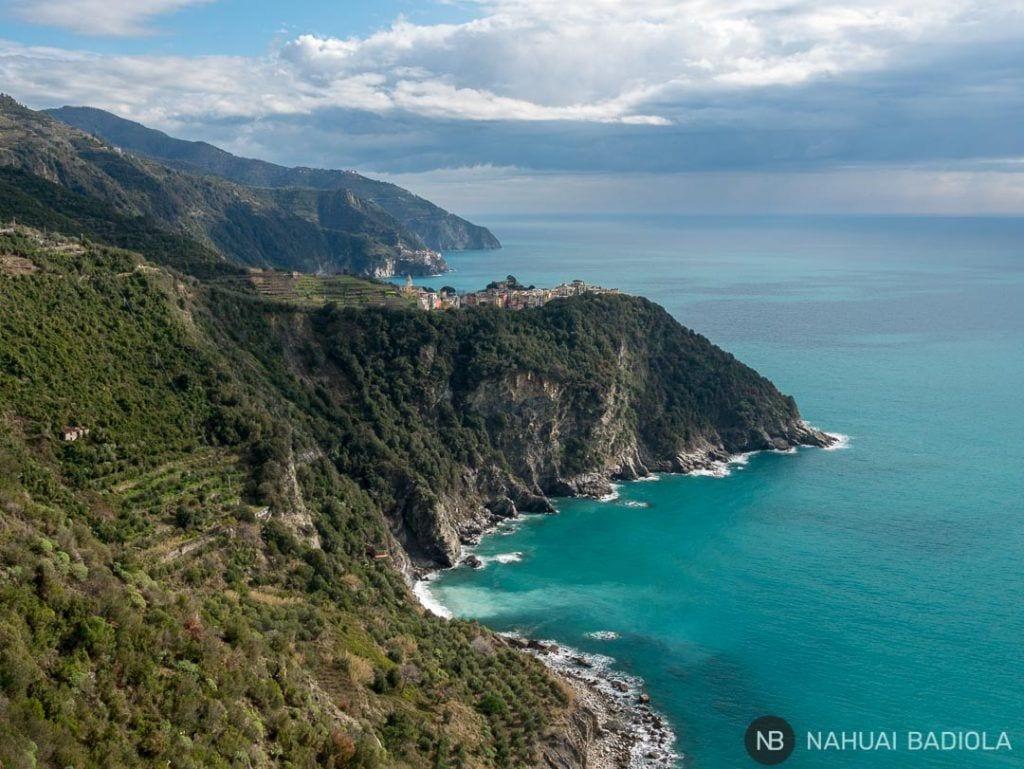 Vista de Corniglia sobre el mar
