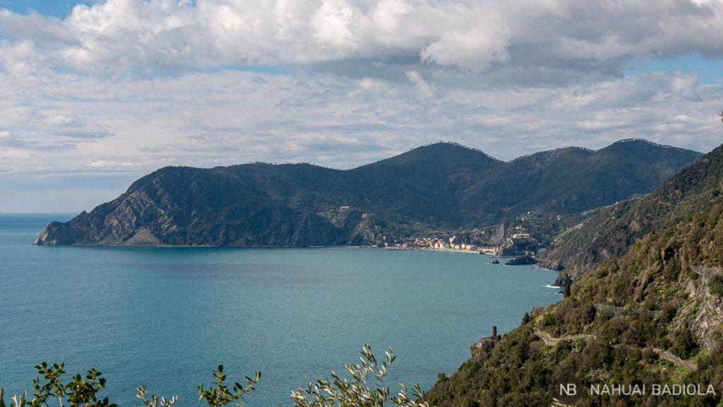 Vista de Monterosso desde el camino a Corniglia
