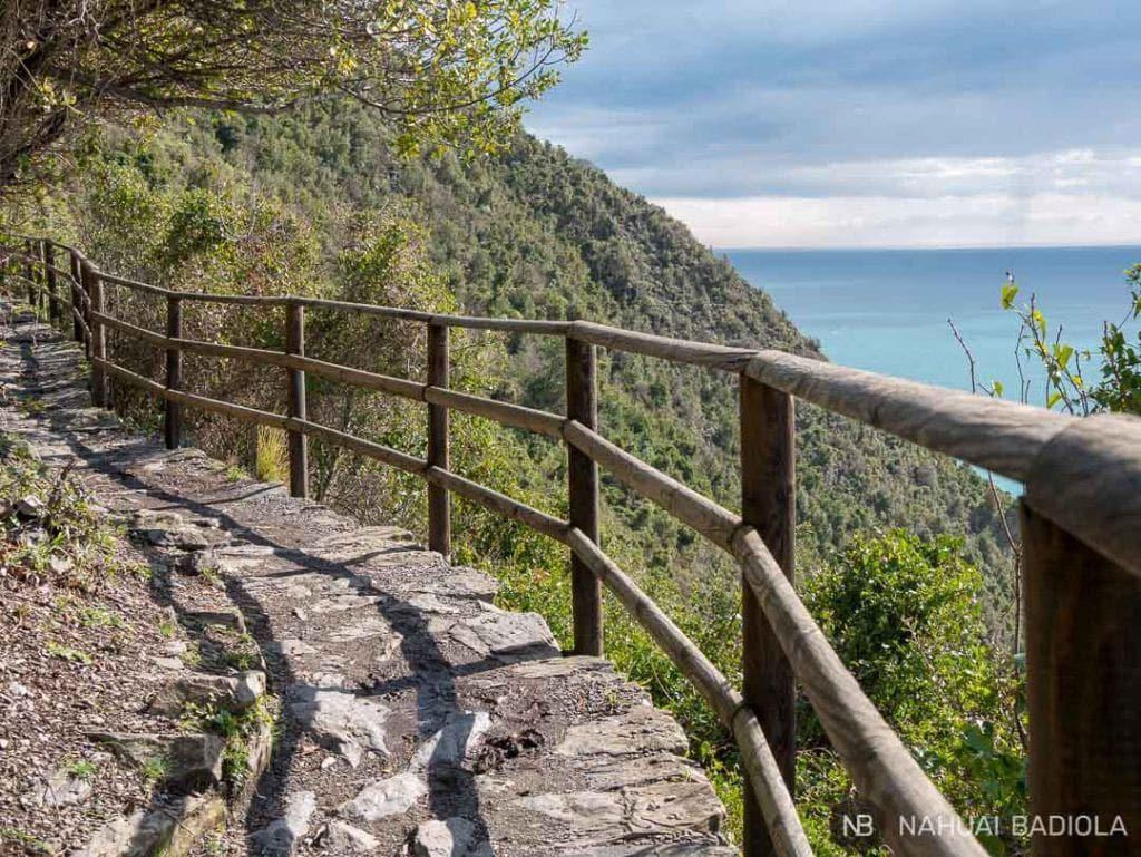 Sendero de piedra con vistas al mar desde Vernazza a Corniglia