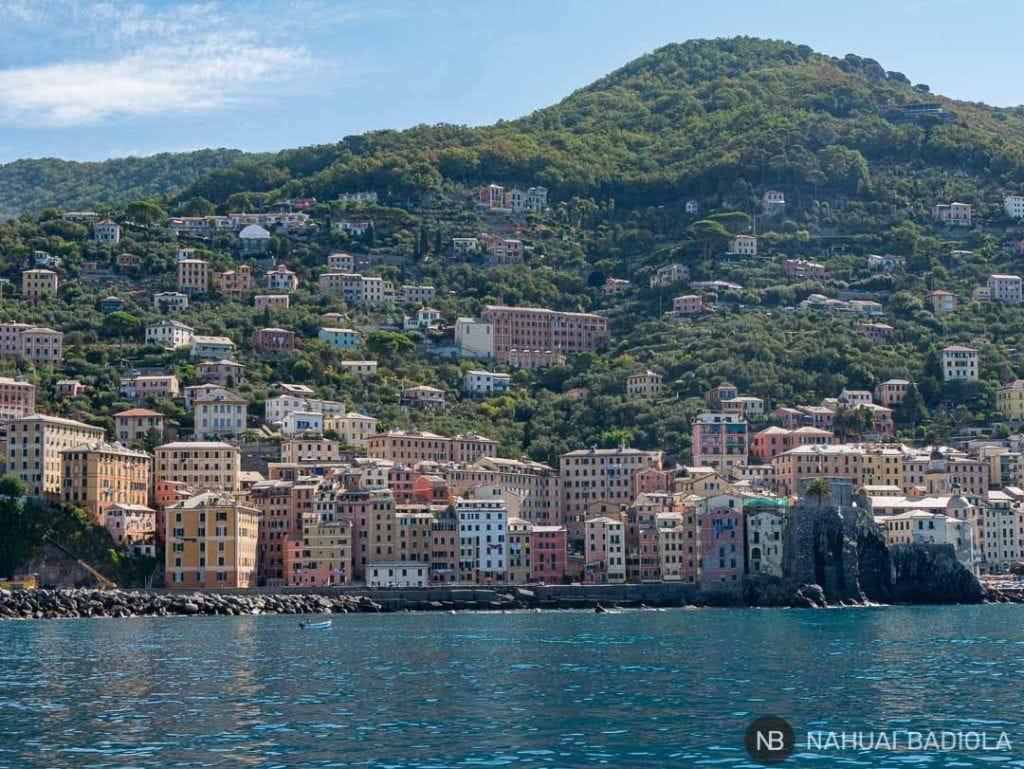Detalle de los edificios de Camogli desde el mar