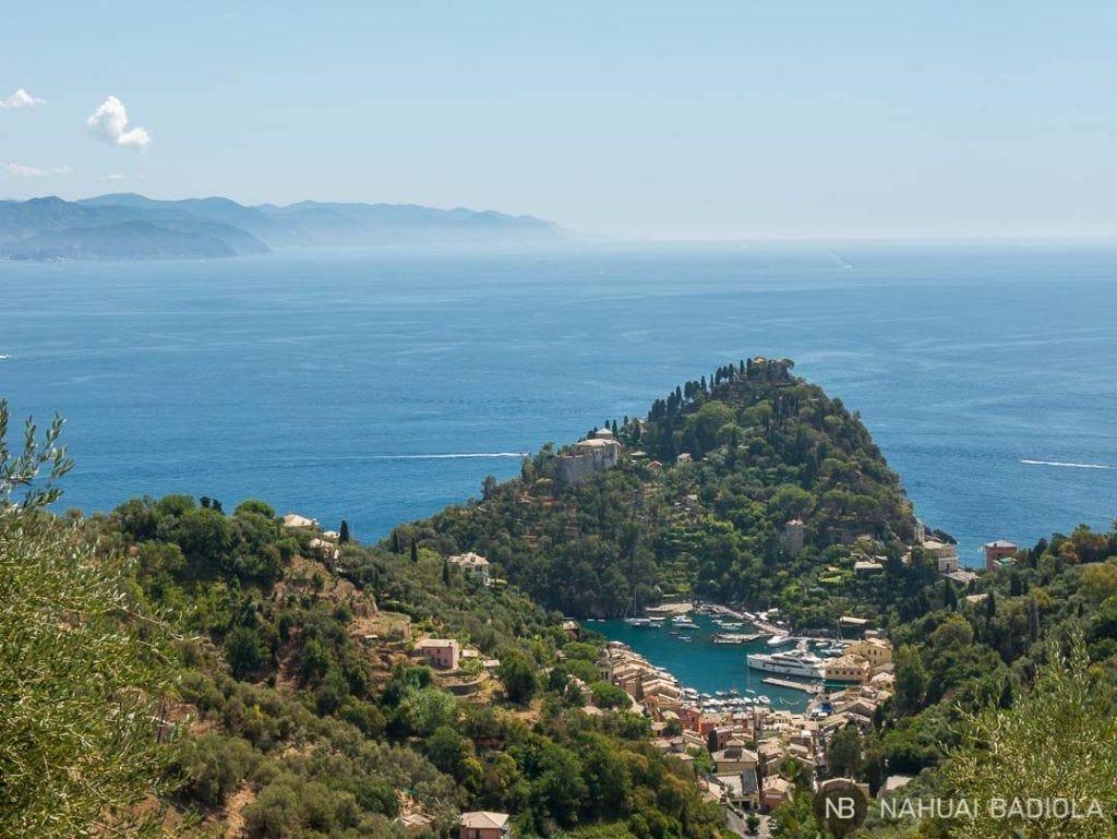 Vista de Portofino desde el sendero a San Fruttuoso