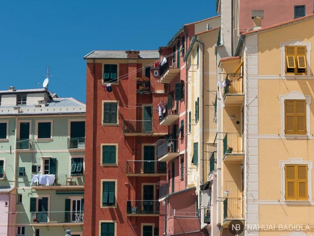 Zoom sobre algunos de los balcones de Camogli