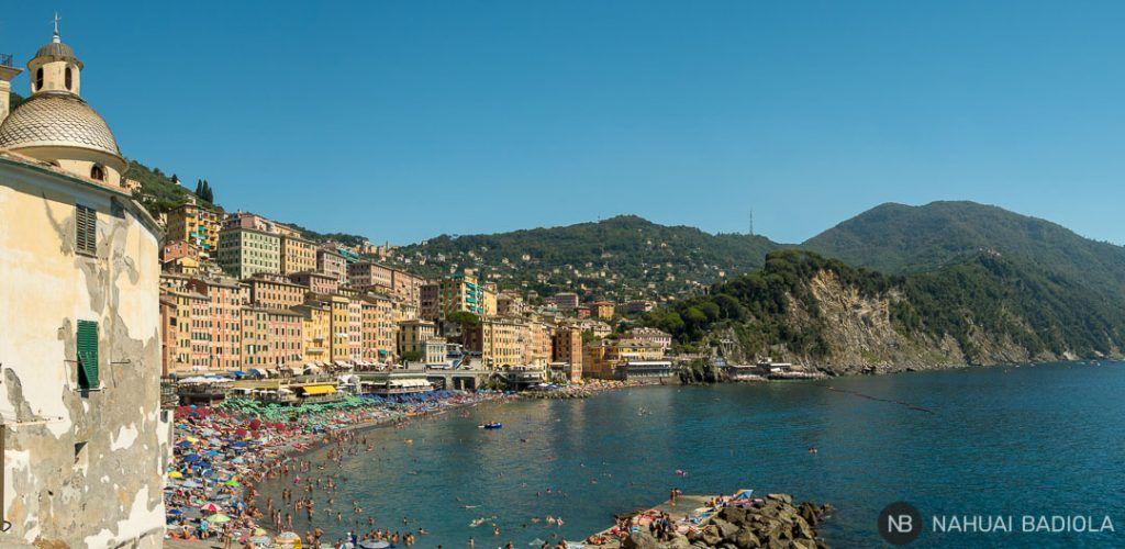Panorámica de la playa de Camogli y parte del parque natural de Portofino