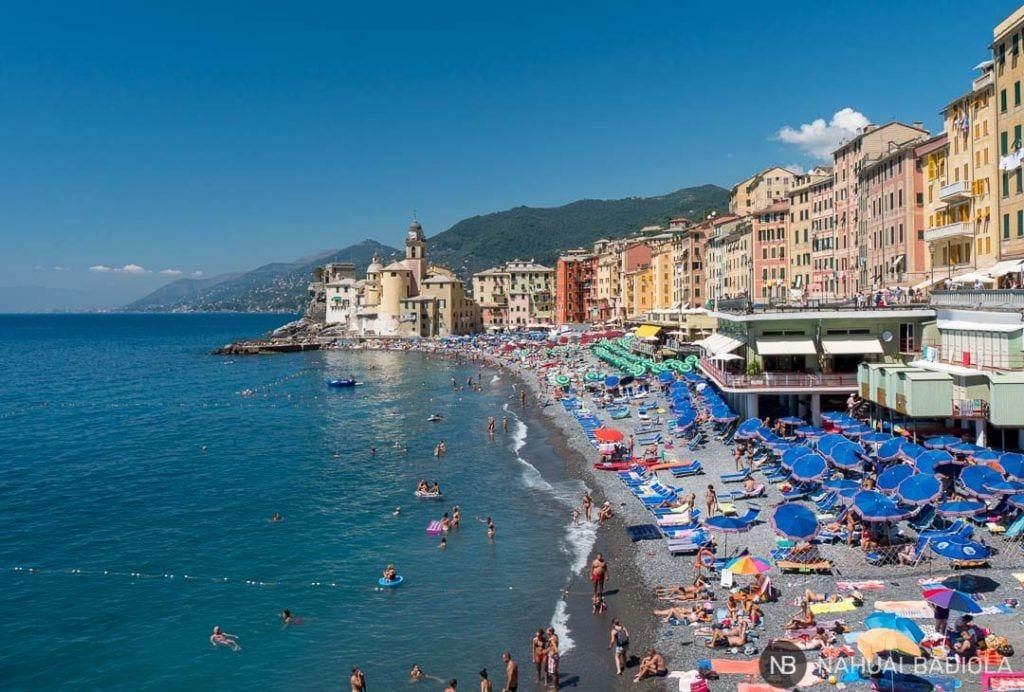 Playa de Camogli en Liguria, Italia