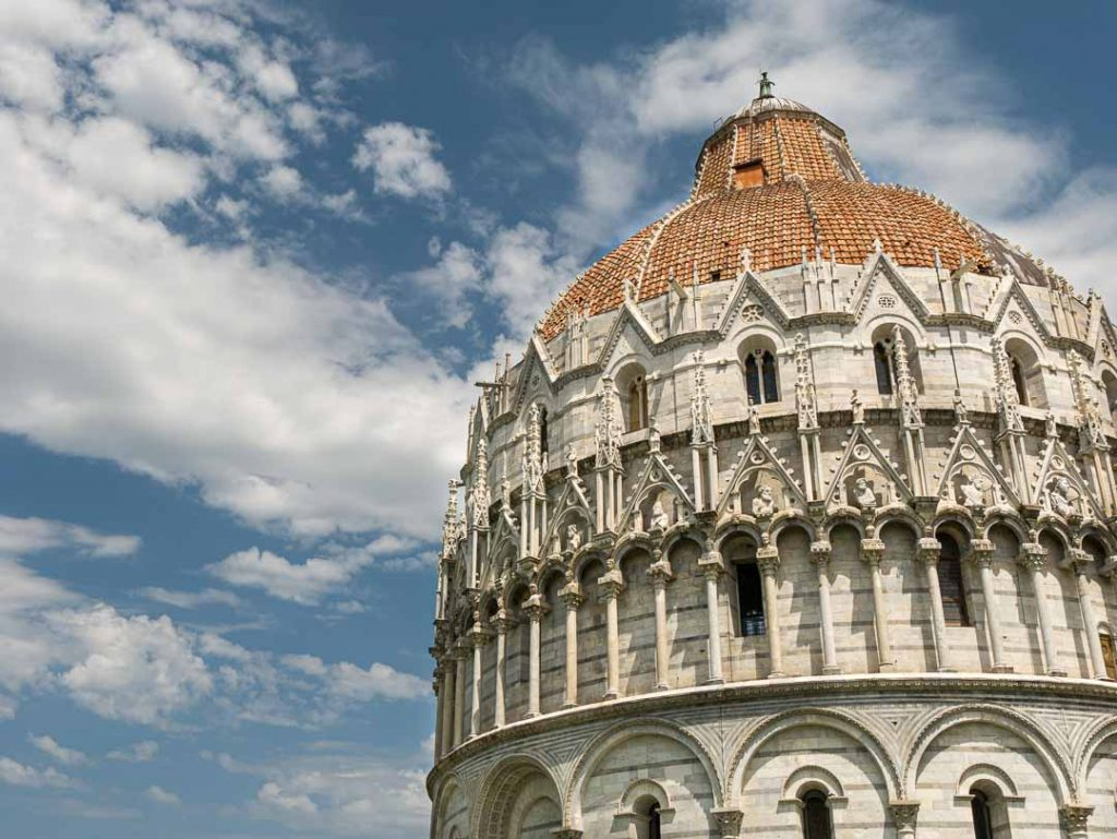 Cúpula del baptisterio en la plaza de los milagros, Pisa