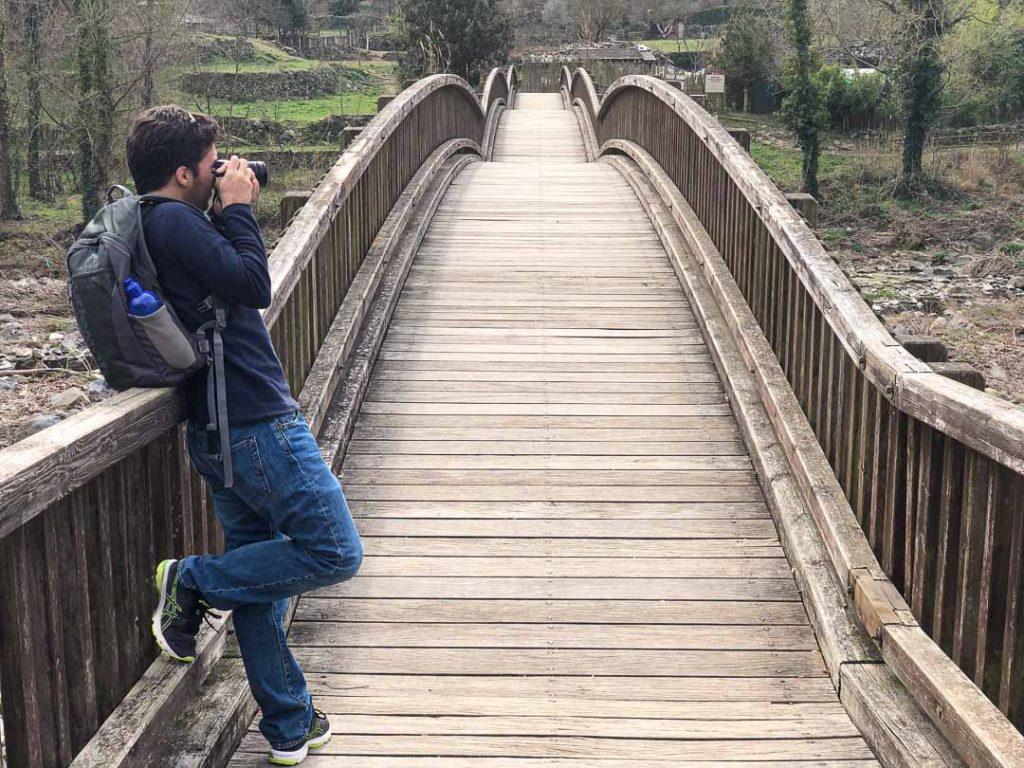 Puente con vistas al acantilado de Castellfollit, Garrotxa