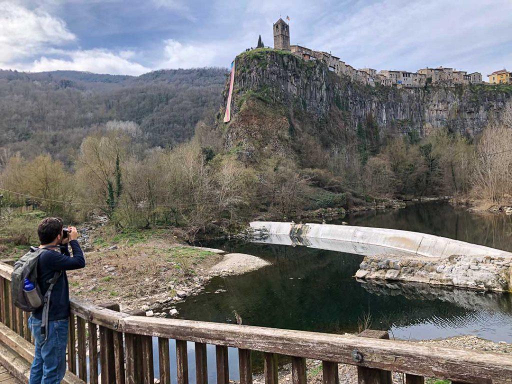 Punto panorámico hacia Castellfollit y su roca basáltica