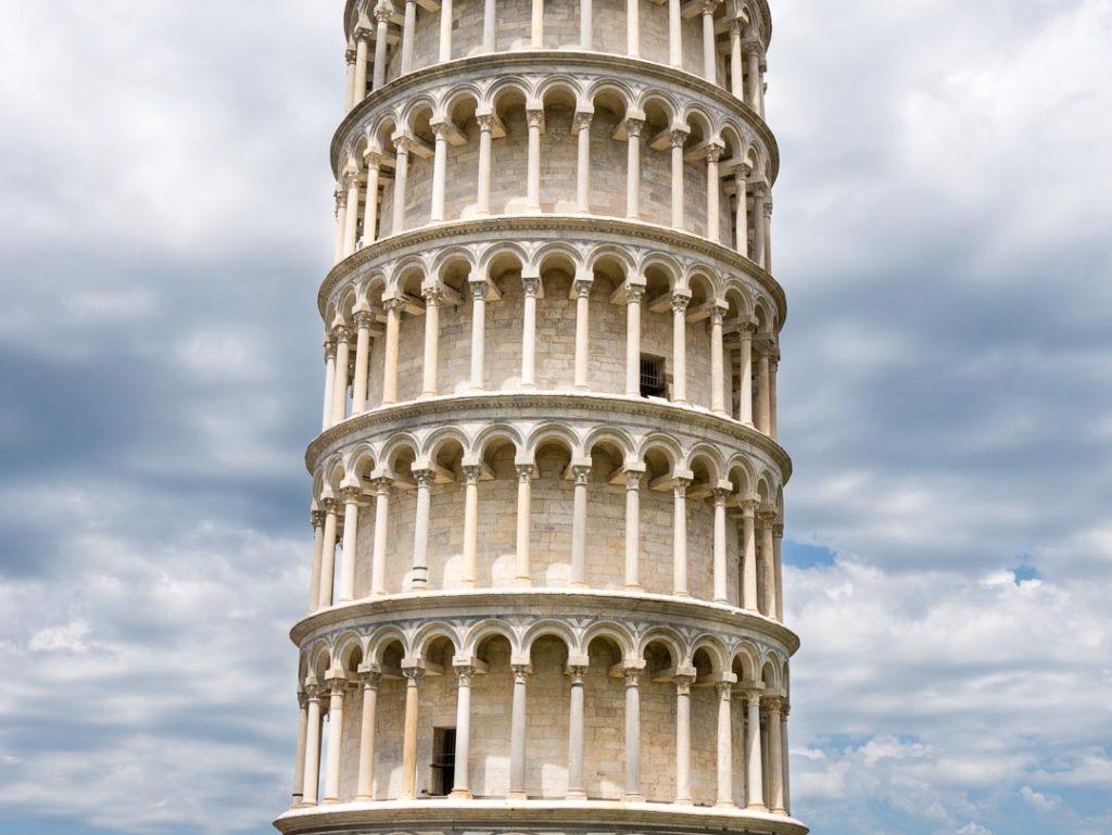 Detalle de la torre inclinada de Pisa