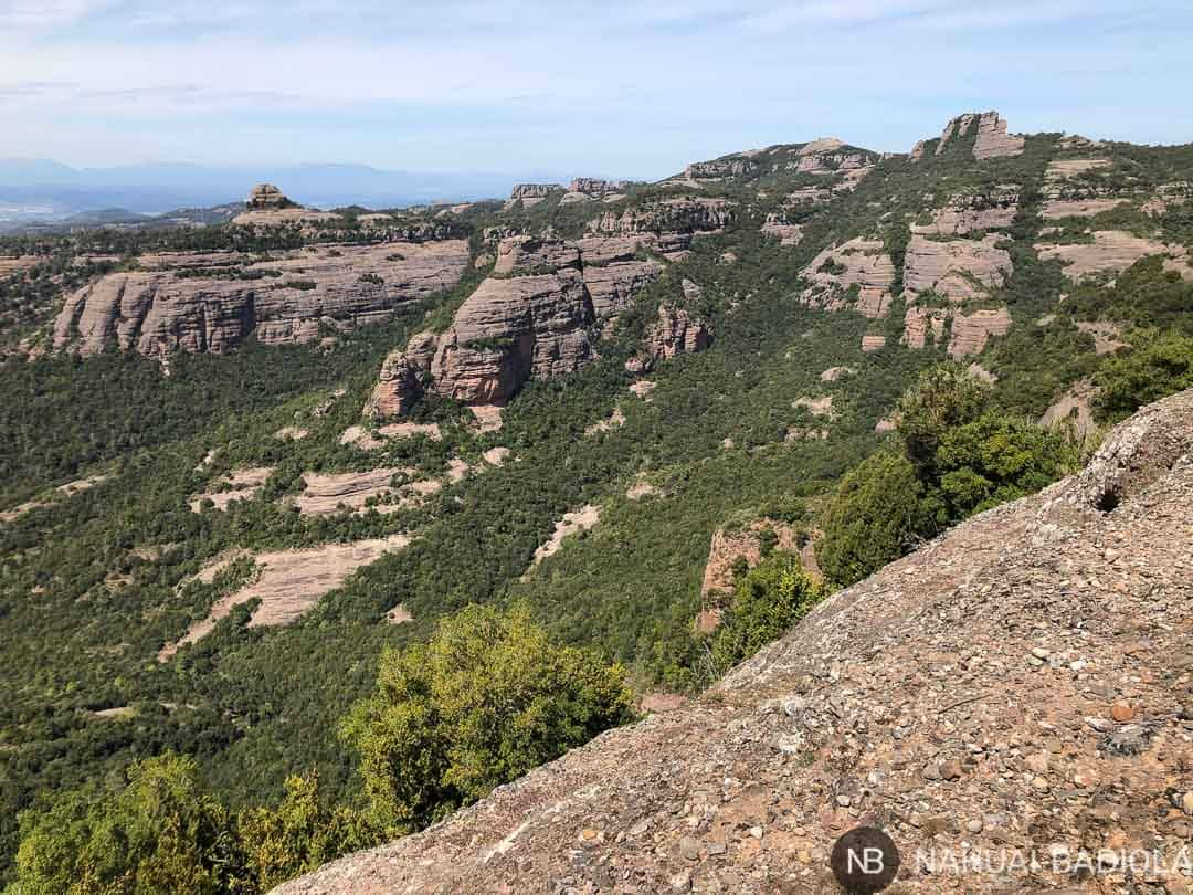 Vista de Castellsapera, el paller de tot lany y la roca salvaje