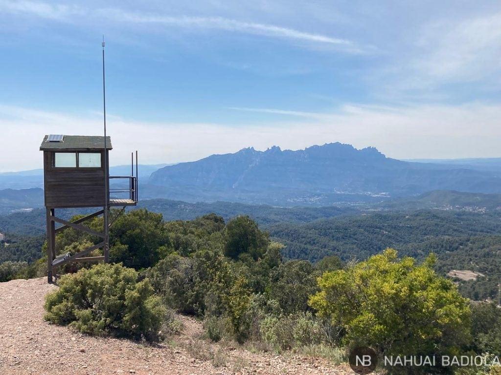 Torre de vigilancia con vistas a Montserrat